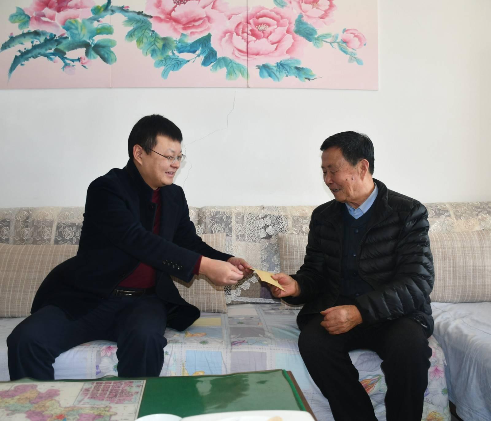 市委副书记、市长朱继坤开展春节走访慰问并