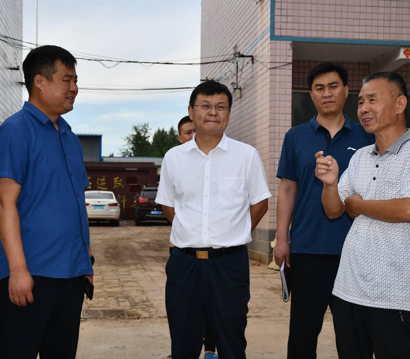 """市委副书记、市长朱继坤调研""""千斤粮、万元"""