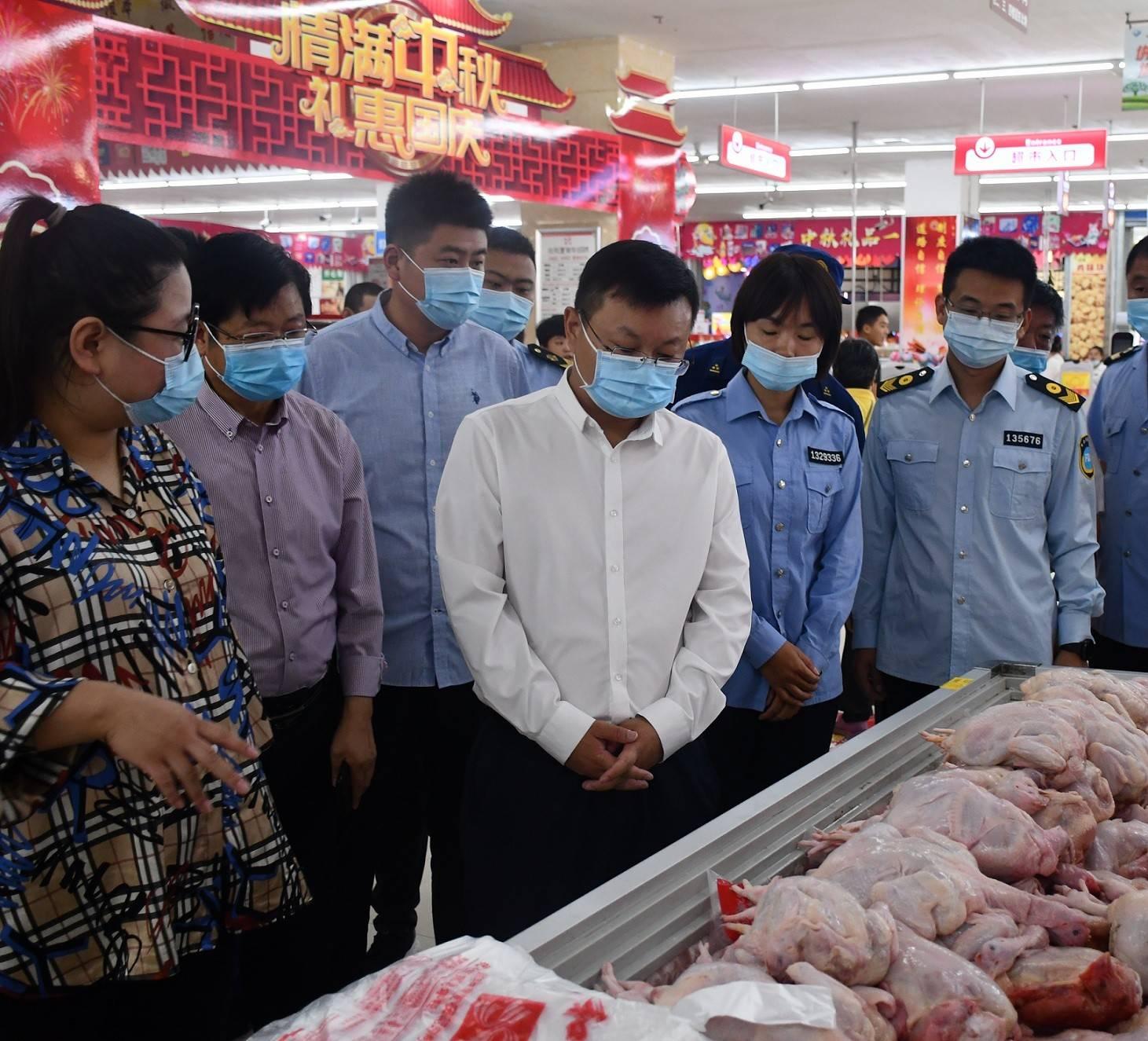 """朱继坤市长调研""""双节""""期间市场供应和食药"""